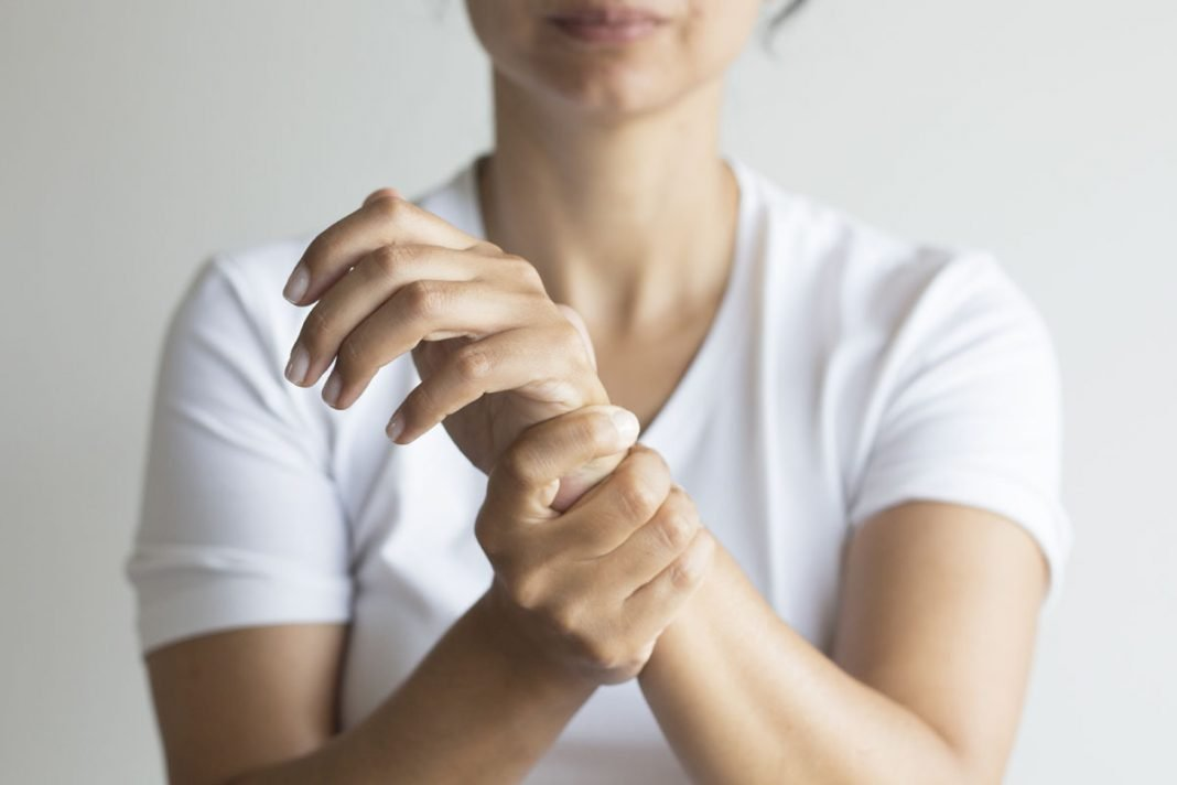 do i have carpal tunnel syndrome and how can i treat it