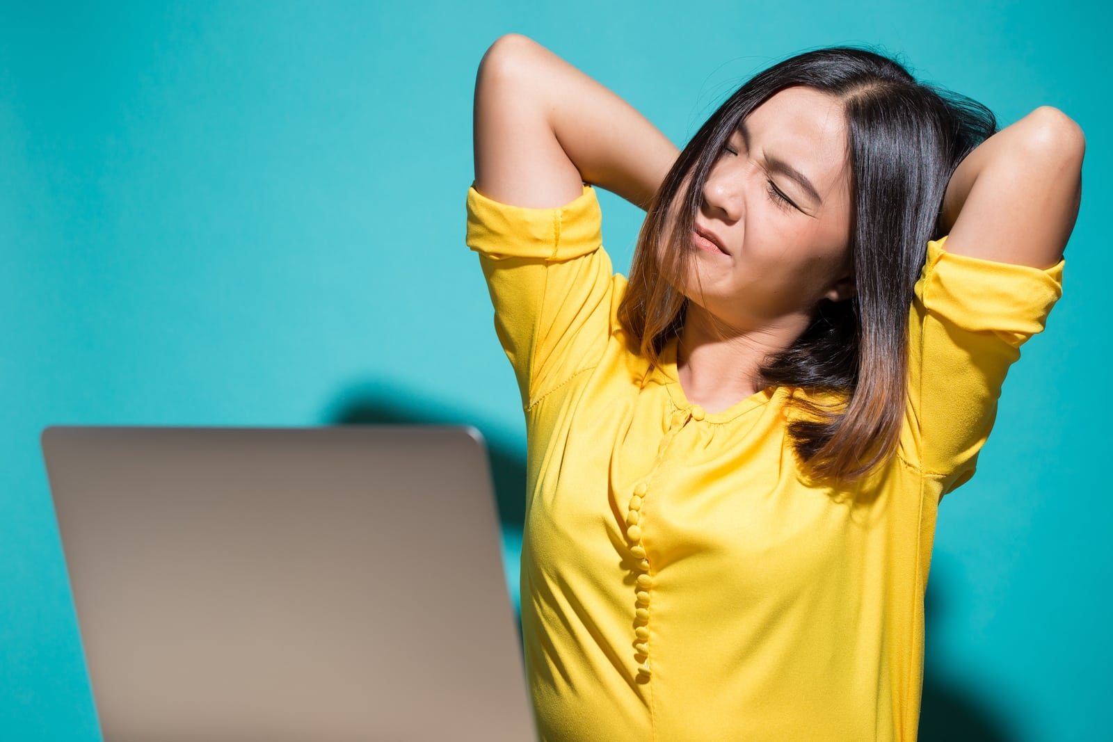 How to Fix That Burning Feeling Between Your Shoulder ...